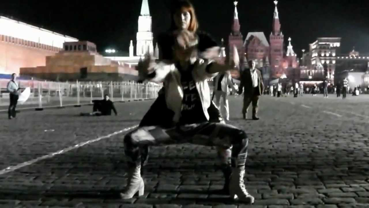 Elena Ninja and Smetana Ninja vogue in da Red Square (Moscow, Russia)
