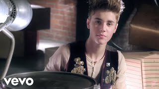 Justin Bieber – Santa Claus Is Coming To Town Arthur Christmas Version