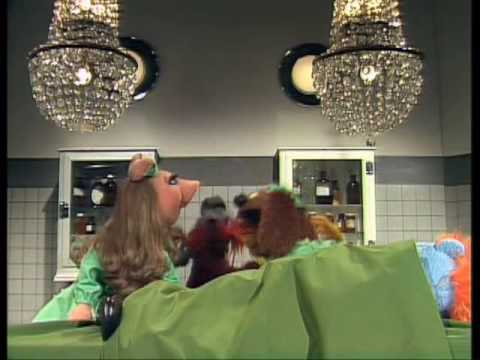 The Muppet Show: Veterinarian's Hospital / At The Dance (Episode 28)