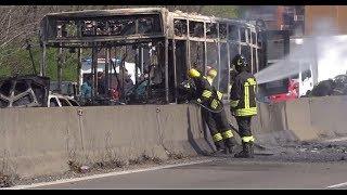 В Италии водитель поджёг автобус с детьми (20.03.2019 21:51)