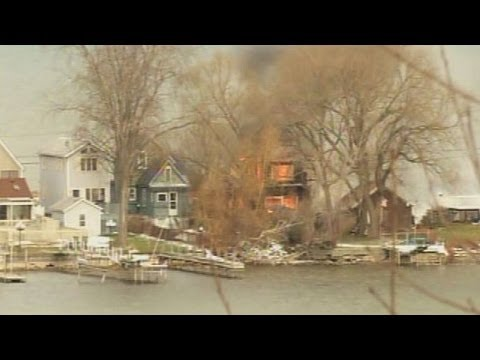 2 firefighters shot dead at house fire 12/24/2012