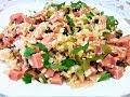 Рисовый салат с огурцом и колбасой.