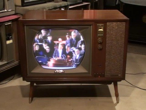 Watch a 1961 RCA Victor COLOR Television CTC-11!