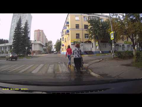 Байкер сбивает детей на пешеходном переходе в Воскресенске