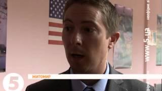 Посольство США відкрило бібліотеку для інвалідів у Житомирі