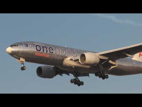 OneWorld American Airlines Boeing 777-200 Landing at Chicago O' Hare International
