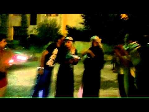 بالفيديو اردني يراضي خطيبته بزفة وسط الشارع