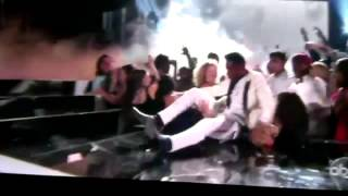 miguel-kicks-fan-at-billboard-music-awards-video