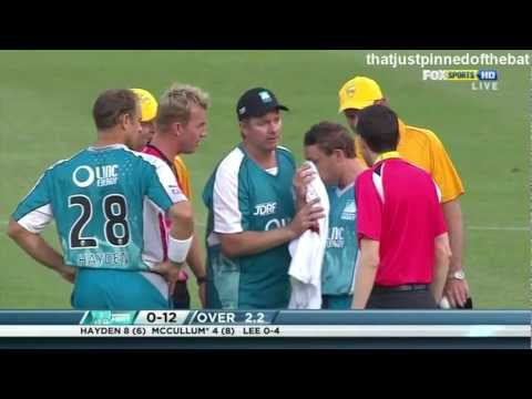 Brett Lee Bouncer Hits Brendon McCullum on the nose KFC Twenty20 Big Bash