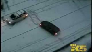 走る車が負けw。信じられないぐらい氷と化した道路