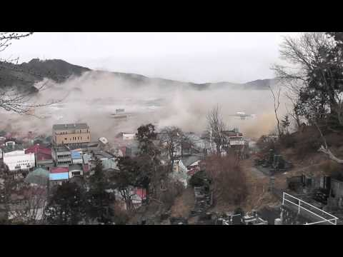 The moment of the tsunami  at Otsuchi-cho in Iwate. 3,11 岩手県大槌町 津波の瞬間