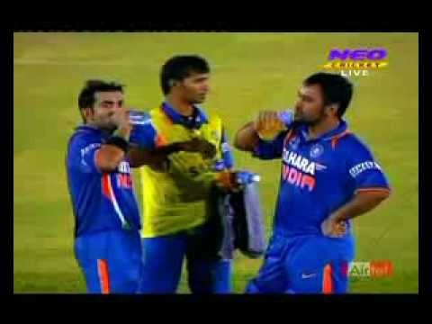 Fight Between Pakistan And Indian Players