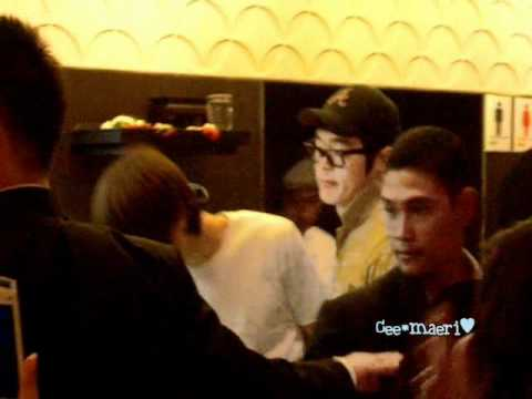 [Fancam] 110404 CNBLUE at MK Gold Suki Restaurant, Thailand