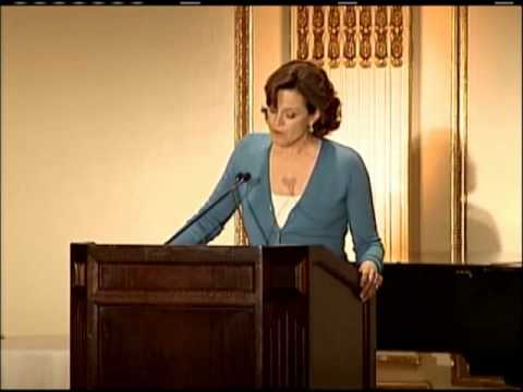 Sigourney Weaver accepts Audubon's Rachel Carson Award