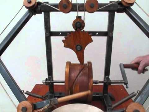 Robot Leonardo da Vinci tamburellatore. niccolaigabriele.com - robotleonardodavinci.blogspot.com