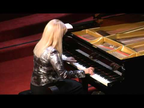 Marta Lledo, piano performs: Astor Piazzolla - Libertango
