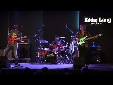 "Greg Howe, Stu Hamm, Dennis Chambers live @ Eddie Lang Jazz Festival 2011 - ""Sunny"""