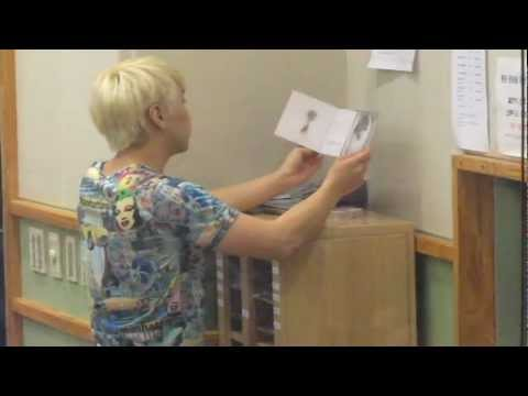"120806 Sukira - Sungmin stretching/""doing yoga"" LOL"