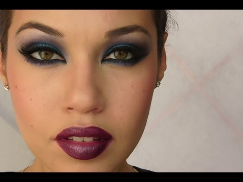 Rihanna Blue Smoky Eye