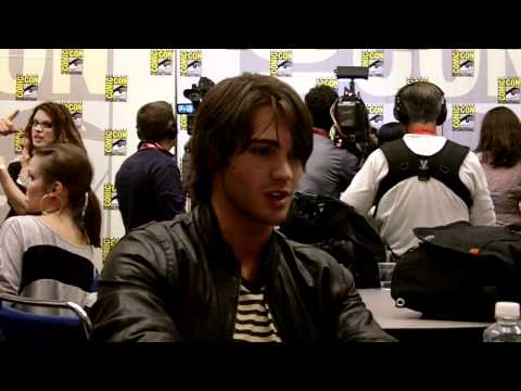 SDCC 2010 - The Vampire Diaries - Steven R. McQueen Interview.MOV