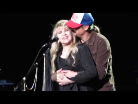 "Stevie Nicks dedicates ""Landslide"" to Kid Rock and gets a surprise!"