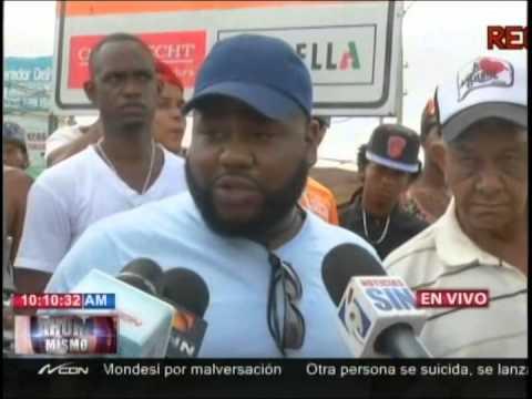 Decenas de personas al frente de la Fiscalía SD reclaman justicia por muerte regidor