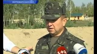 Янукович посетил армейские учения под Житомиром