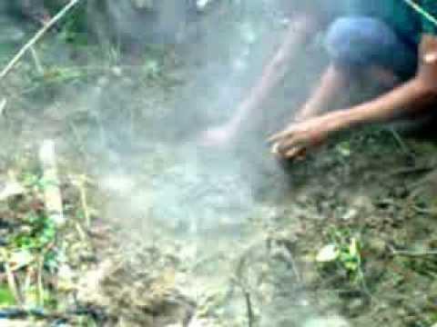 যশোরে একটি কবর থেকে অনবরত ধোঁয়া বের হচ্ছে !! - Fire burning on the grave