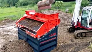 LS28 Feuchte Erde sieben / Screening of Humid soil