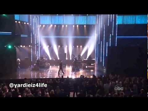 Maroon 5 - ' Moves like jagger ' feat. Christina Aguilera live performance at AMAs