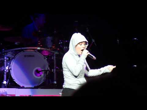Kelly Clarkson - Lose Yourself (Eminem Cover) - Detroit, MI 8/10/12