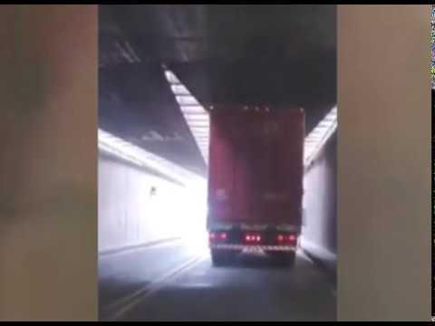 Un camión roza el techo del Túnel Subfluvial por su excesiva altura