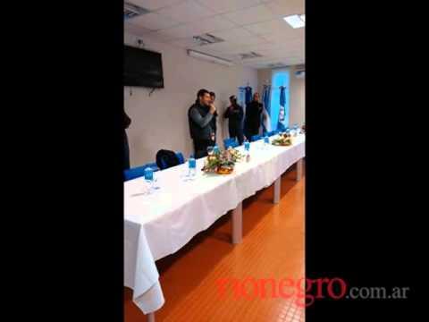 <b>Emoci�n.</b> Galuccio llor� en su despedida de YPF
