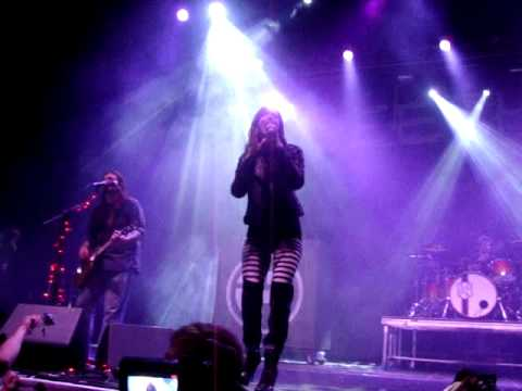 "Seether ""Broken"" featuring Lzzy Hale - 98Rock Fest 4/2/11"