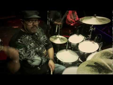 Dennis Chambers — Guitar Center Drum Off 2011 (Part 1)