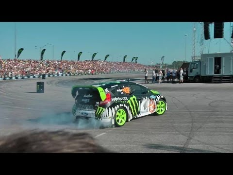 Ken Block - Gymkhana World Tour 2011 - Vienna