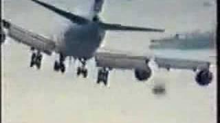 どの着陸シーンも怖い。こんな飛行機乗るのいやだ。コンピレーション動画。