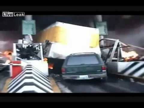 Accidente ingrozitoare la un autopas in Japonia