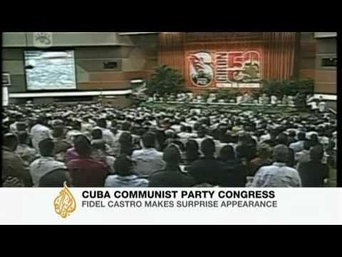 Fidel Castro makes surprise appearance