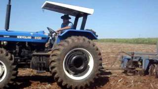 New Holland 7630 gradeando