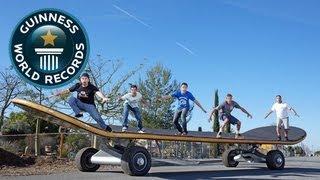 世界一大きなスケートボード。さすがにこれに轢かれくない。