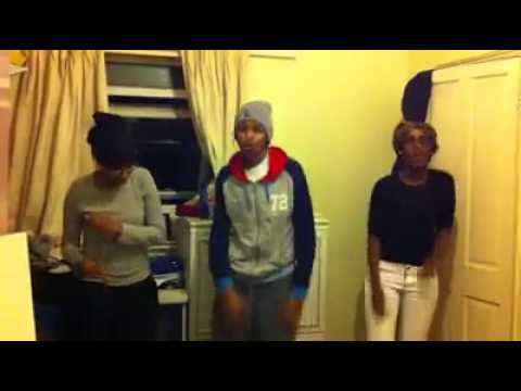 Somali girls dancing