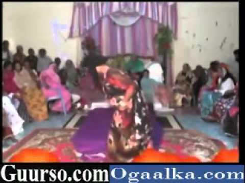 hees cusub 2012  girl-Somali Girl Niiko Yaab Leh HipHop Dance