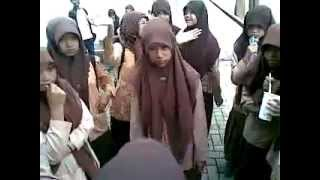 Contoh kisah persahabatan anak remaja :) view on youtube.com tube online.