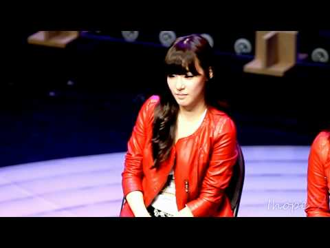 "SNSD 111107 Tiffany ""Fame"" Showcase interview fancam"