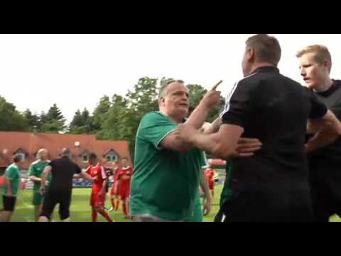 شاهد فيديو: أفشل تمثيل بالإصابة في كرة القدم على الإطلاق مضحك جدا ههههههههه