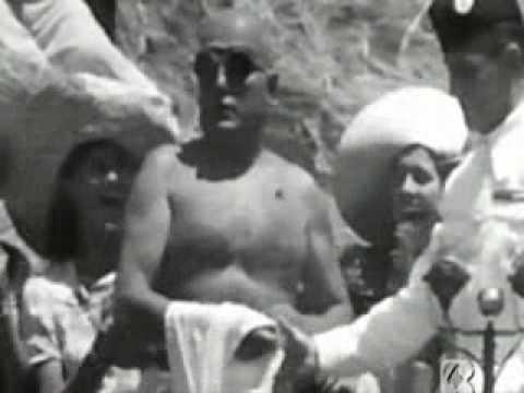 Mussolini trebbia il Grano