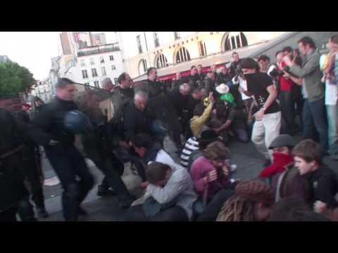 29 mai 2011-Paris Bastille : la police sort les manifestants