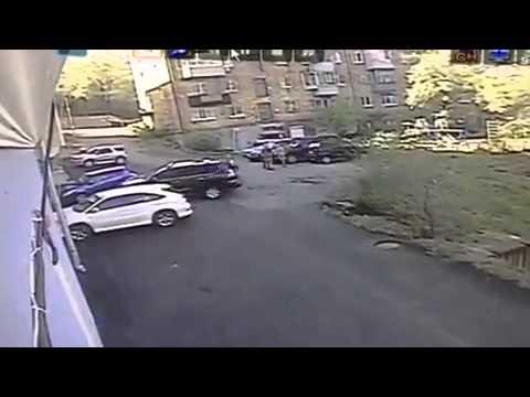 """فيديو: شاهد فتاة روسيّة تحطم سيارة """"ليكزس"""" فاخرة تقودها للمرة الأولى"""