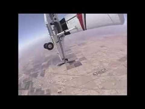 بالفيديو: شاهد القفز من طائرة الى اخرى بالجو.. حقيقة وليست خيال